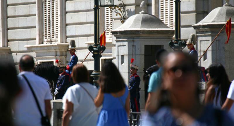 guardia real en el palacio real madrid